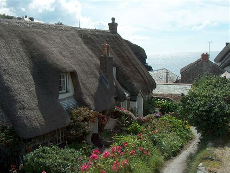cornwall cottage cornish thatched roof cottage kernow the rest of the