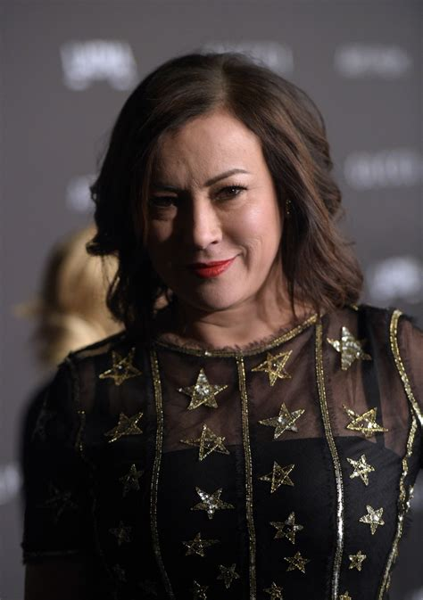 pictures of jennifer tilley with short curly hair jennifer tilly medium wavy cut shoulder length