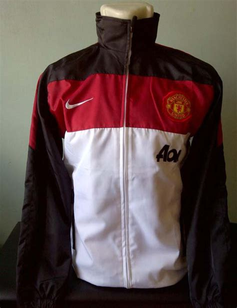 Jaket Parasut Asian toko olahraga hawaii sports jaket nike manchester united