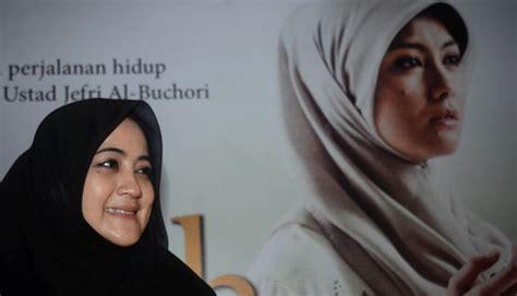 film hijrah cinta uje full movie film hijrah cinta kisah tentang uje almarhum seleb tempo co