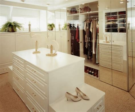 what look for in a walk in closet