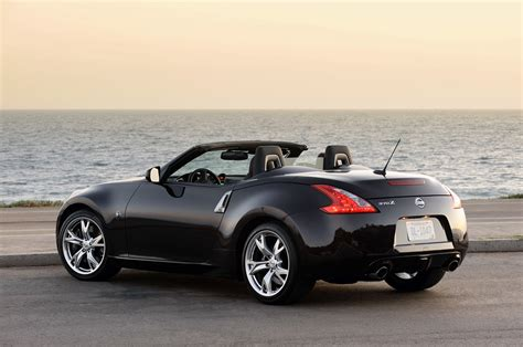 nissan roadster drive 2010 nissan 370z roadster photo gallery