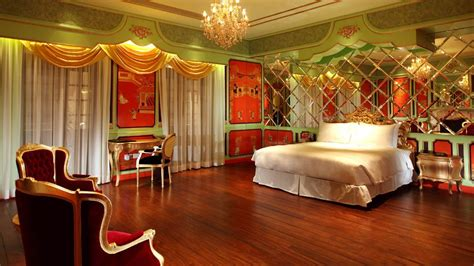 red green bedroom luxe list 2010 hullet house hong kong destinasian
