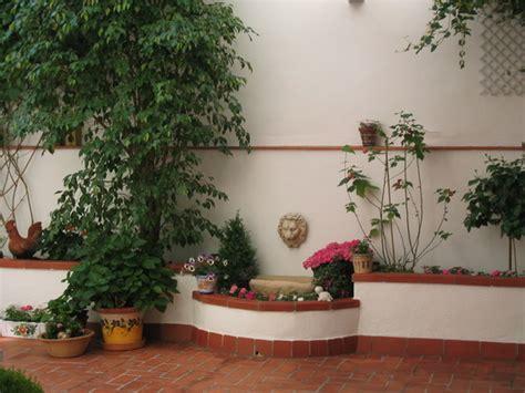 decoracion de jardines pequeños con estanques jardinera ladrillos bloques hormigon jardineria alicante