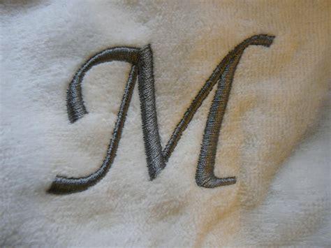 Modèles De Lettre à Broder Lettre M Majuscule Classique Photo De Broderies Les