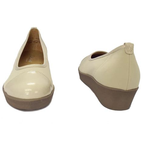 gabor shoes orient beige leather wedge shoes mozimo