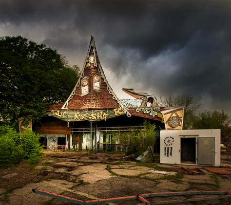 land of oz theme park eerie images of america s abandoned amusement parks will