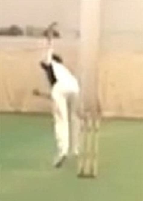 out swing bowling the art of outswing bowling grip tips and videos