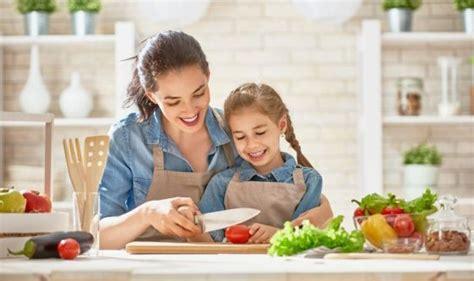 cucinare con i bambini cucinare con i bambini i vantaggi per i pi 249 piccoli