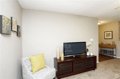 the living room indianapolis trails at lakeside rentals indianapolis in apartments com