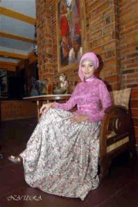 Azzura 643 06 Dress Wanita perhatian wanita ketika memilih desain gaun pesta pusat