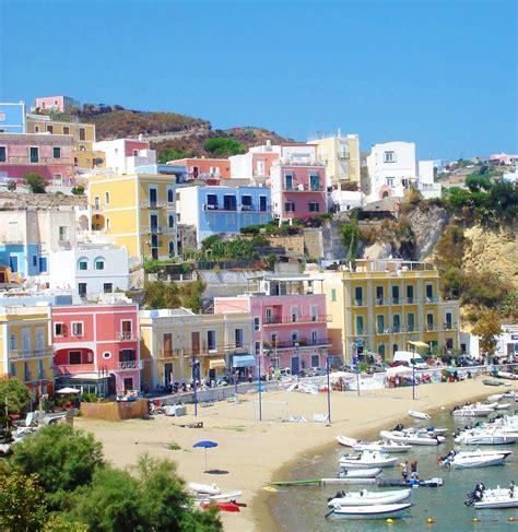 porto ponza ponza uma ilha italiana de mar cor caribe voupraroma