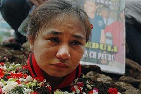 Ekonomi Publik Ekonomi Untuk Kesejahteraan Rakyat Henry Faizal Noor 1 satu harapan anak istri kubur diri untuk bebaskan kepala