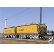 HO Scale Union Pacific Pre 2006 Water Tender Set By