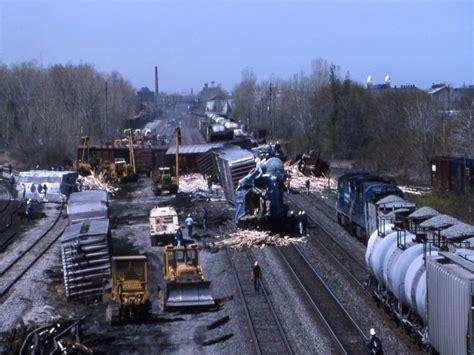 walden book store erie pa conrail derailment erie pa may 1995 railroadforums