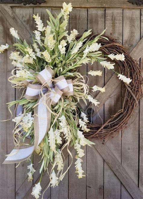gorgeous  simple spring wreaths  front door decor