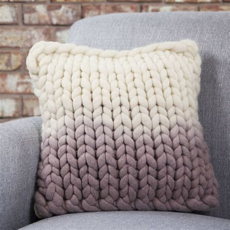 free chunky cushion cover knitting pattern 25 best ideas about knitted cushions on