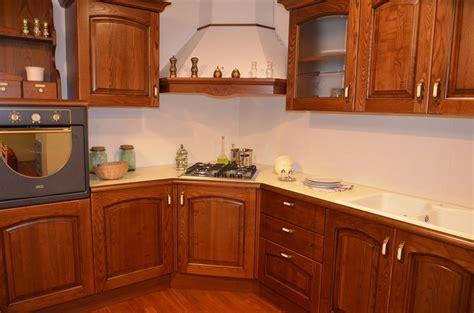 cucine legno massello prezzi cucina in legno massello 4790 cucine a prezzi scontati
