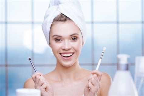 Detox Your Makeup by Ways You Can Properly Cleanse Your Makeup Tools