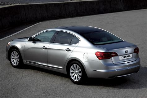 How Much Is A Kia Cadenza Kia 7 Sedan Is Heading To The U S As Cadenza