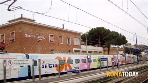 roma civitavecchia porto treno roma civitavecchia borseggiano carabinieri sul treno
