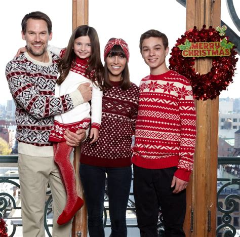 Sweater Happy Smile Fashion Family tis the season what to wear for your family card