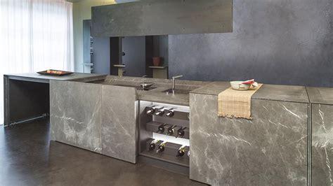 cucina armadio a scomparsa una cucina monoblocco a scomparsa in pietra di corinto