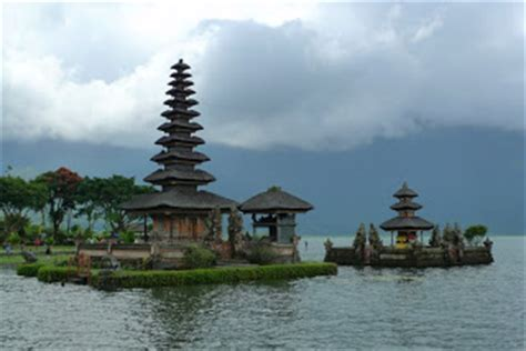 tourist attractions  indonesia world tourist
