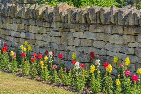 Natursteinmauer Als Sichtschutz by Steinmauer Als Sichtschutz 187 Materialien Und Mehr