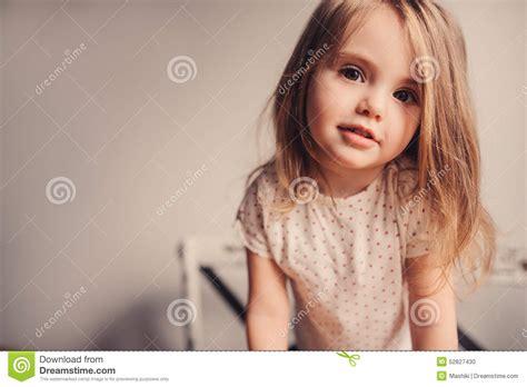 baby zu hause nettes baby zu hause stockfoto bild 52827430