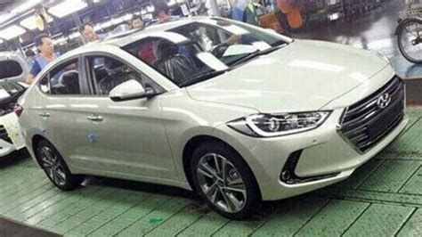 Hyundai?s 2017 Elantra spied with new upscale look