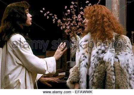freundinnen bette midler barbara hershey bette midler beaches 1988 stock photo