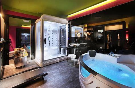 con vasca idromassaggio per due toscana spa suite hotel adua con idromassagio e bagno