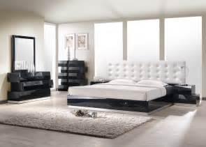 Bedroom sets collection in master bedroom furniture