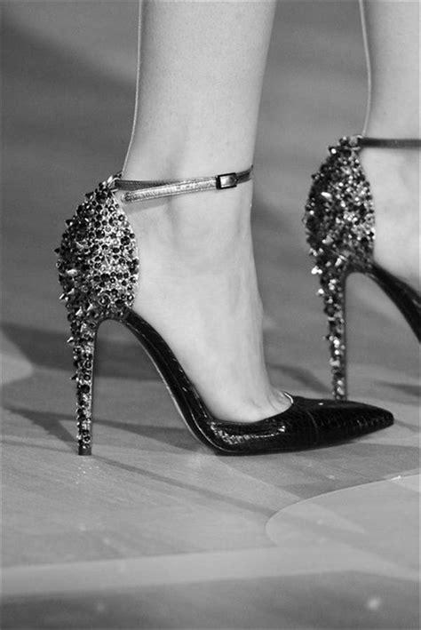 Simple Footwear For Ladies