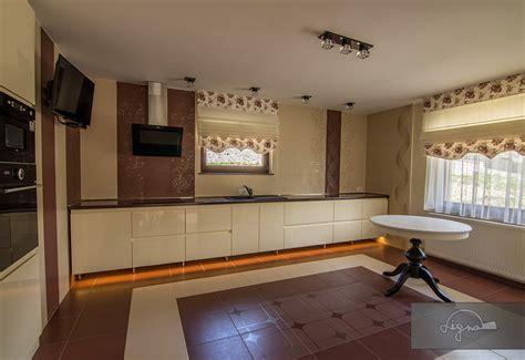 decora interior design piatra neamt amenajare living si bucatarie cu mobilier din mdf vopsit