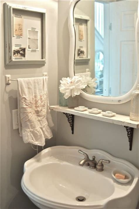 Decorating Ideas For Vintage Bathrooms 25 Best Ideas About Small Vintage Bathroom On