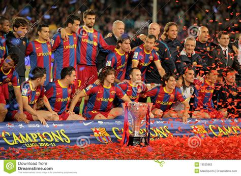 barcelona keluar dari la liga fc barcelona s players celebrate la liga editorial