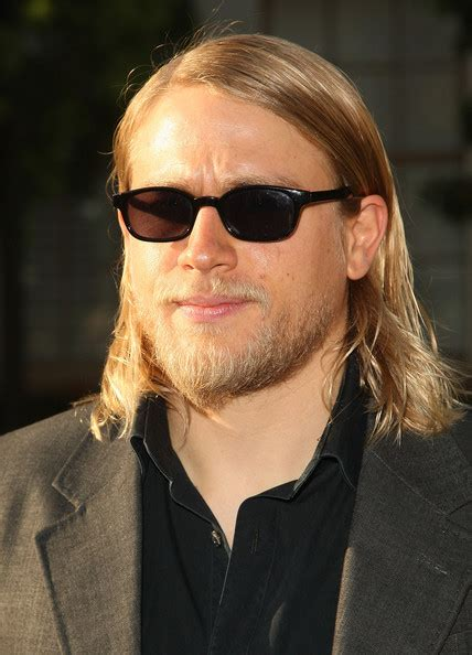 charlie hunnams hair more pics of charlie hunnam medium straight cut 7 of 9