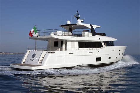 yacht yolo yolo yacht nauta air 86 motor yacht compact explorer