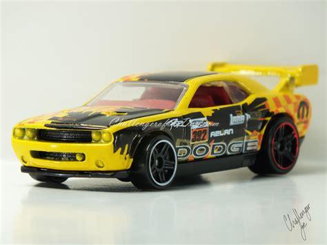 Hotwheels Dodge Challenger Drift Car B 95 wheels dodge challenger drift car yellow