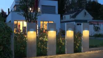 Types of contemporary outdoor lighting for exterior house fence design