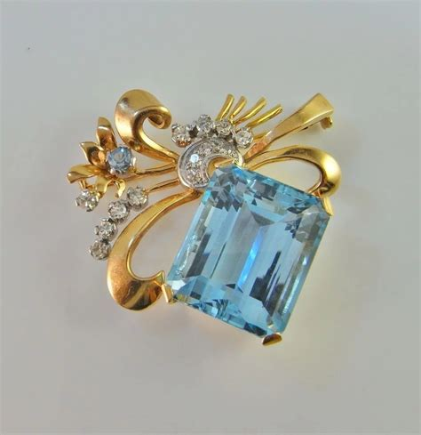 Santa Maria Aquamarine Diamond Brooch 18K Yellow Gold Pin