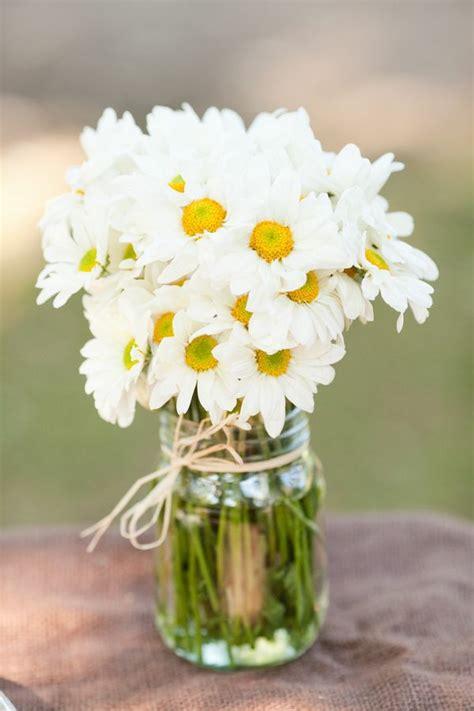 Tischdeko Blumen Im Glas by G 228 Nsebl 252 Mchen Als Wundersch 246 Ne Blumendekoration