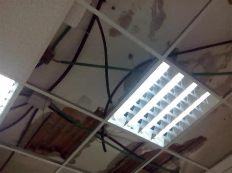 comune di afragola ufficio anagrafe crollano calcinacci dal soffitto chiuso l ufficio