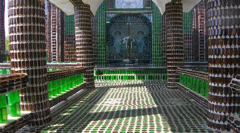 Botol Bir Kosong Takjub Kuil Keren Ini Dibangun Hanya Dengan Botol Bir Saja