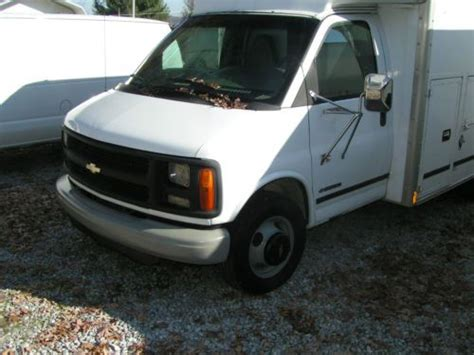 buy used 2001 chevrolet express 3500 supreme fiberglass utility body in powell tennessee
