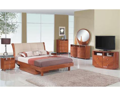 cherry finish bedroom furniture modern bedroom set elena in cherry finish 35b111