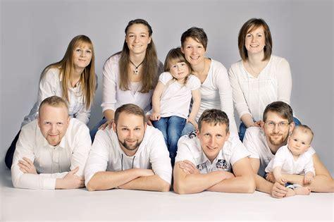 lustige familienfotos ideen kinder familie familienfotos fotoshooting fotostudio