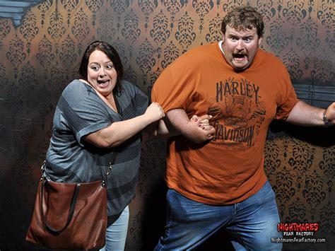 funny haunted house videos these people s haunted house reactions are frighteningly funny abc13 com
